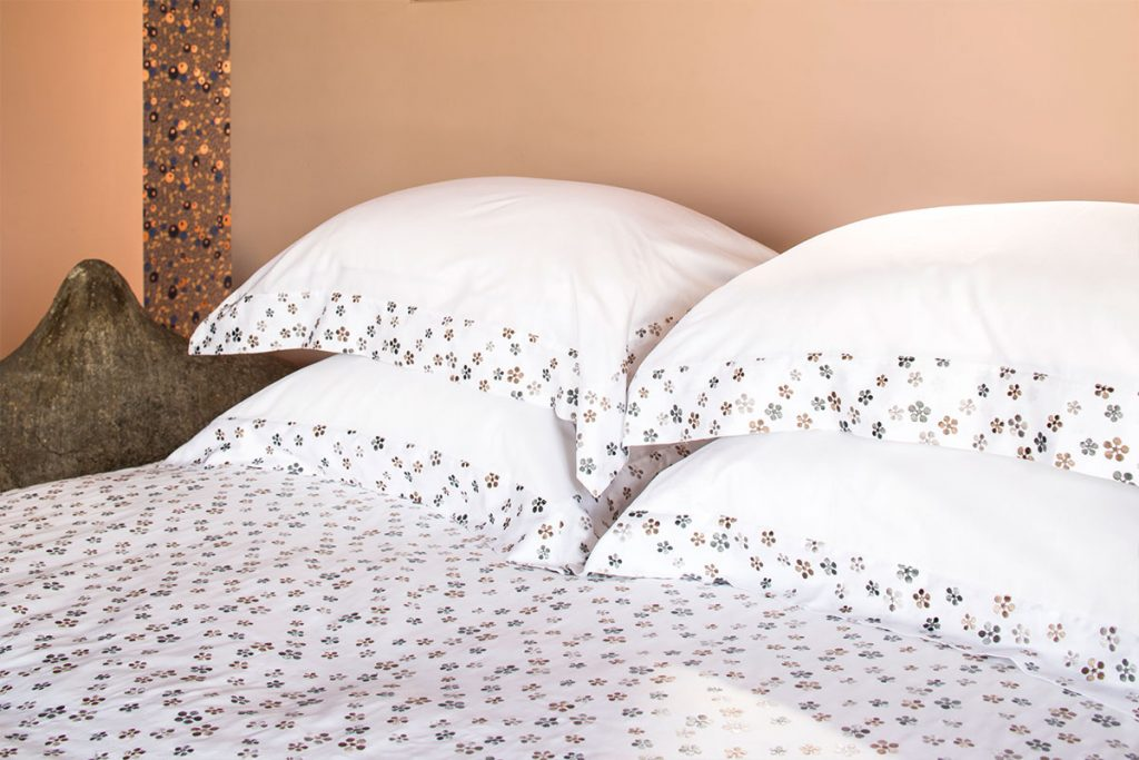 un linge de lit de luxe pour gayer l 39 automne faites le bon choix. Black Bedroom Furniture Sets. Home Design Ideas